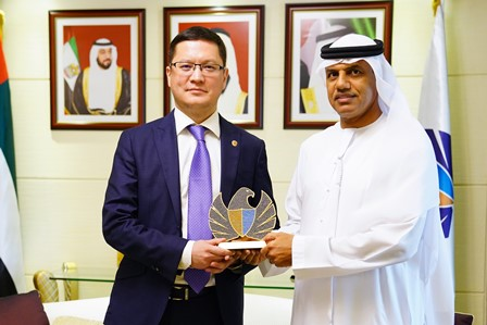 Dubai Customs' Director General discusses bilateral cooperation with Kazakhstani Consul Generalcaption of image
